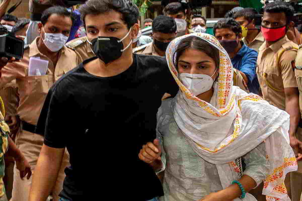Rhea Chakraborty and showik