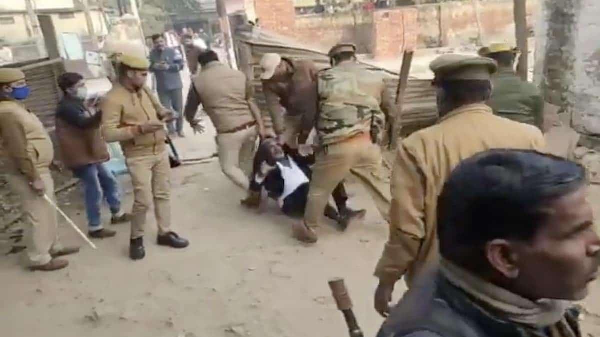lawyer etah thrashed by police