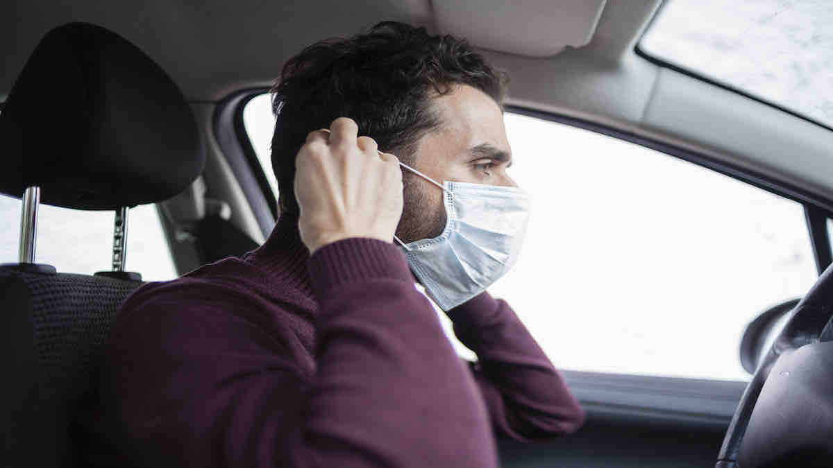 wearing mask in car alone travelling